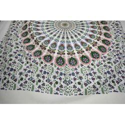 Narzuta bawełniana - biała mandala z frędzlami - zieleń i czerwień