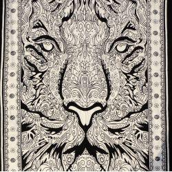 Obrus - makata - czarny lew