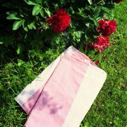 Narzuta XXL - kapa z frędzlami - różowa