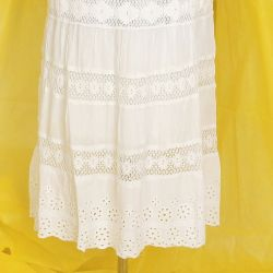 Spódnica z haftem - biała